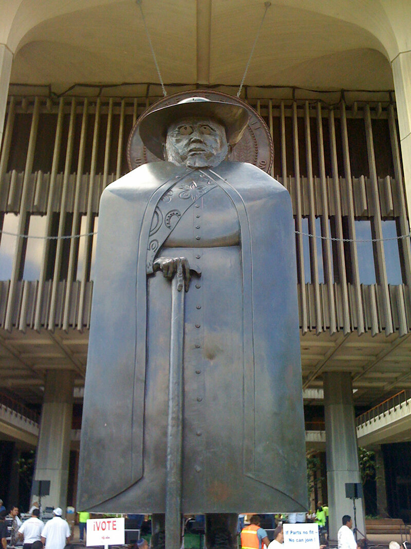 Statute outside the Hawaii State Capital building