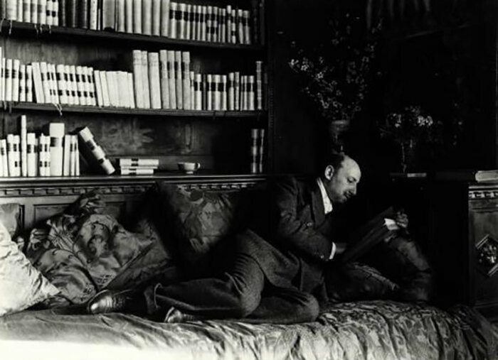 """Gabriele D'Annunzio reading""."
