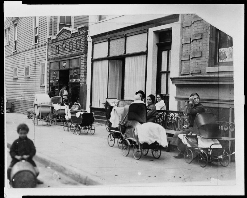 Mothers Wait Outside Of America S First Birth Control Clinic Image Library Of Congress