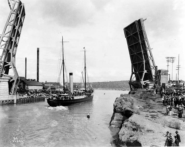 The bridge lets a ship through in 1917, its first operational year.