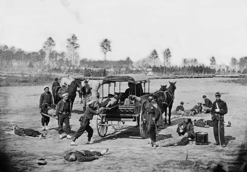 A Zouave ambulance crew demonstrates how to pick up wounded soldiers.