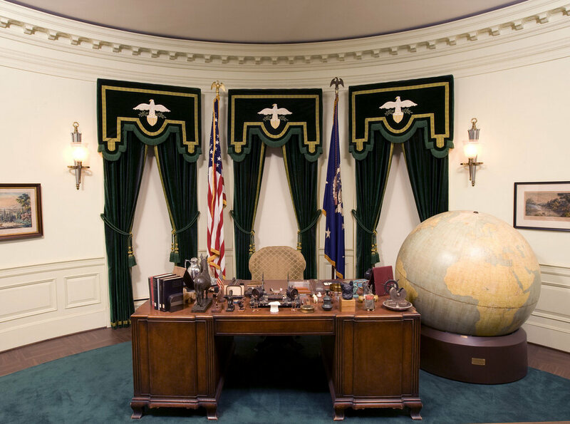 Desk Oval Office