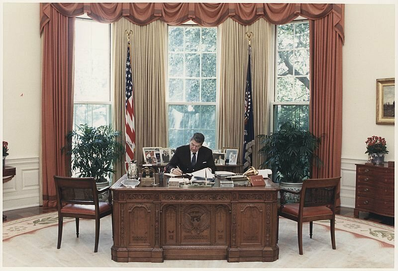 From Roosevelt To Resolute The Secrets Of All 6 Oval Office Desks Atlas Obscura