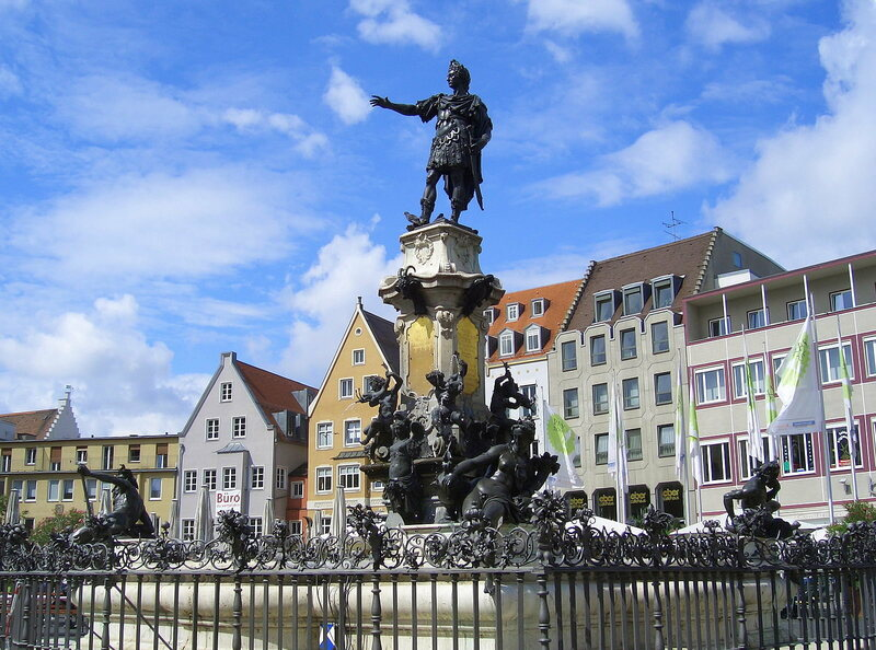 A statue of the Roman emperor Augustus in the center of Augsburg.