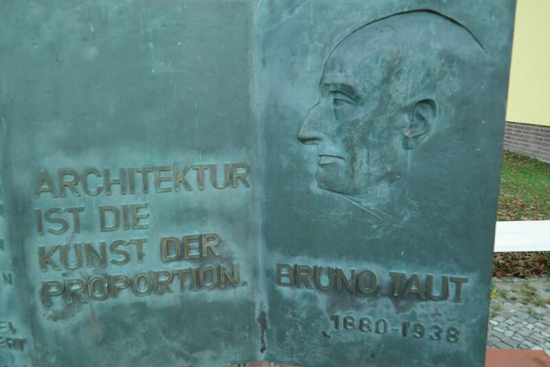A plaque for Bruno Taut at Onkel Toms Hütte.