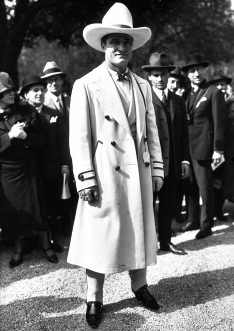 Tom Mix often wore a white hat
