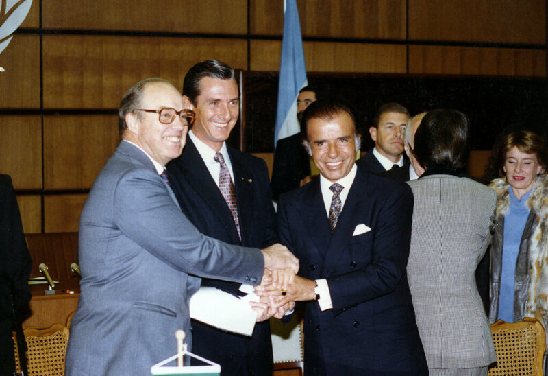 From left, Dr. Hans Blix, Dr. Fernando Collor de Mello, President of Brazil and Dr. Carlos Menem, President of Argentina, signing an agreement in December 1991.