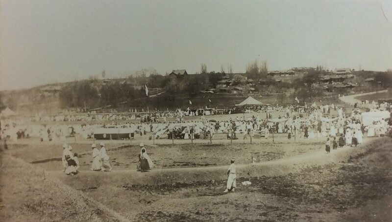American missionaries' residences on the hill and a church field day on the current site of Kim Il Sung Square, 1921.