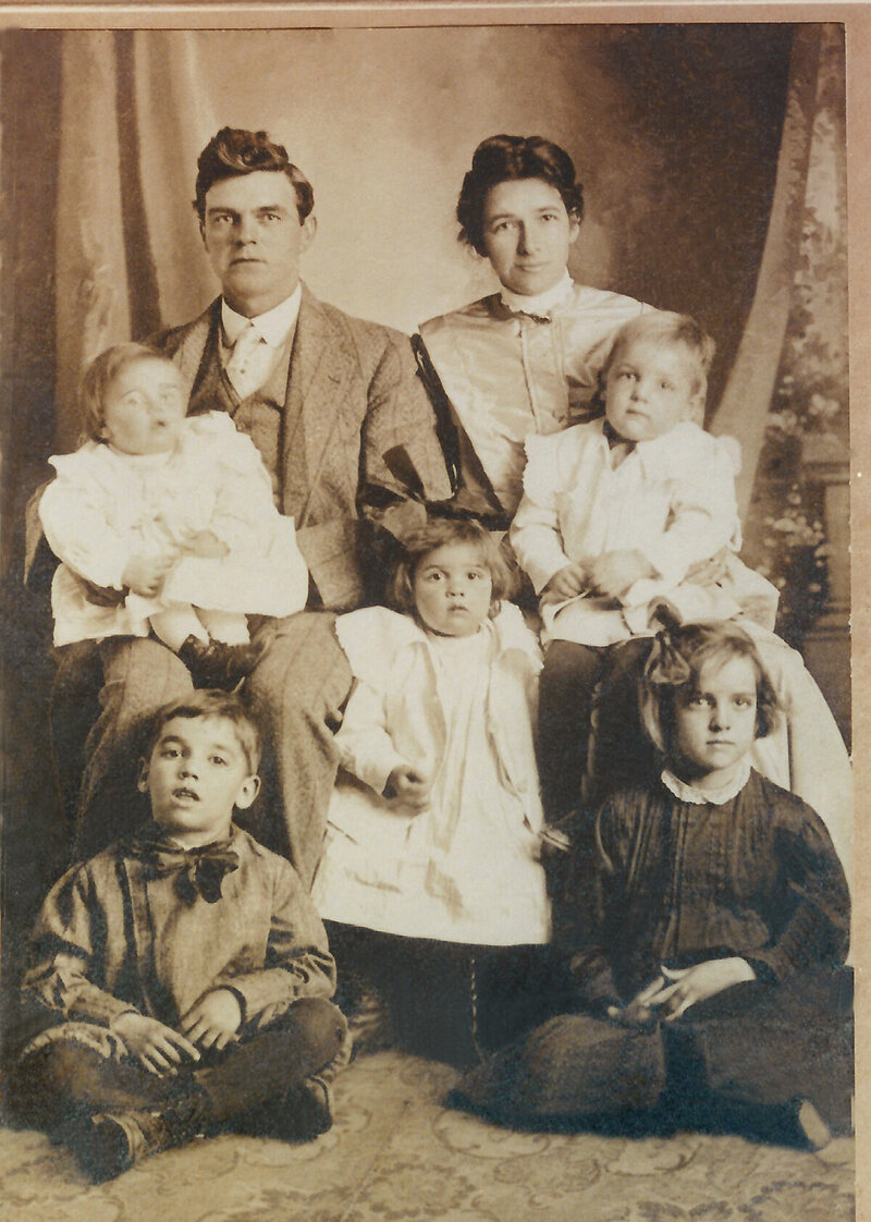 The lawyer W.W. Vaughan, with his wife and several of their children.