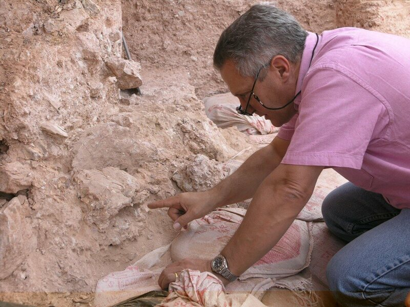 Jean-Jacques Hublin pointing to a newly discovered skull.