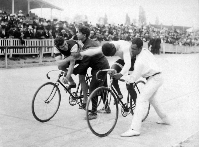 Taylor at the starting line in 1901, shaking hands with his competition, Edmond Jacqueline.