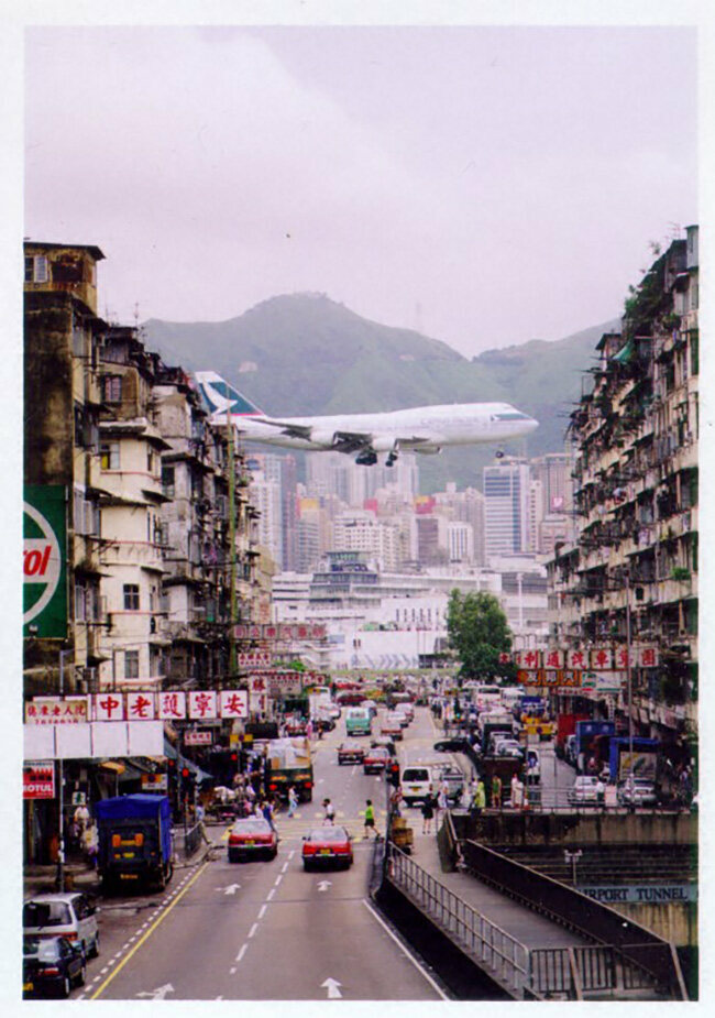 A glimpse of a Cathay Pacific flight in its final descent into Kai Tak.