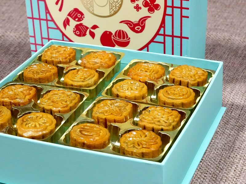 High-end modern mooncakes in a special gift box.