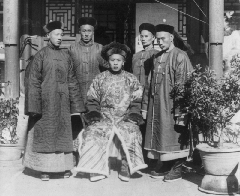 A group of Manchu men, around 1901 (cropped).