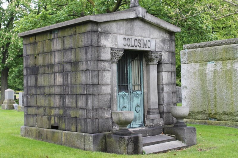Touring The Tombs The Mysterious Mausoleums Of Chicago S