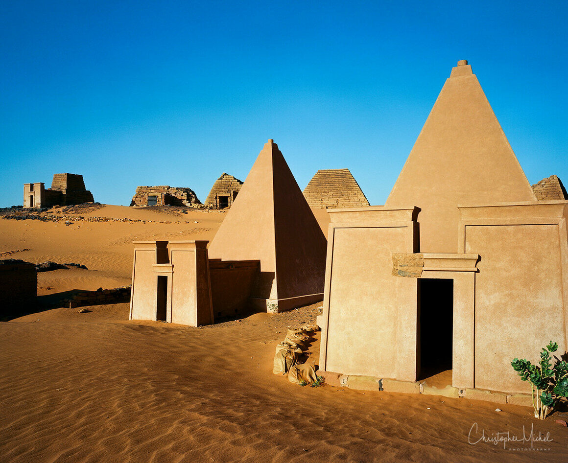 A close look at the differences between the reconstructed and original pyramids.