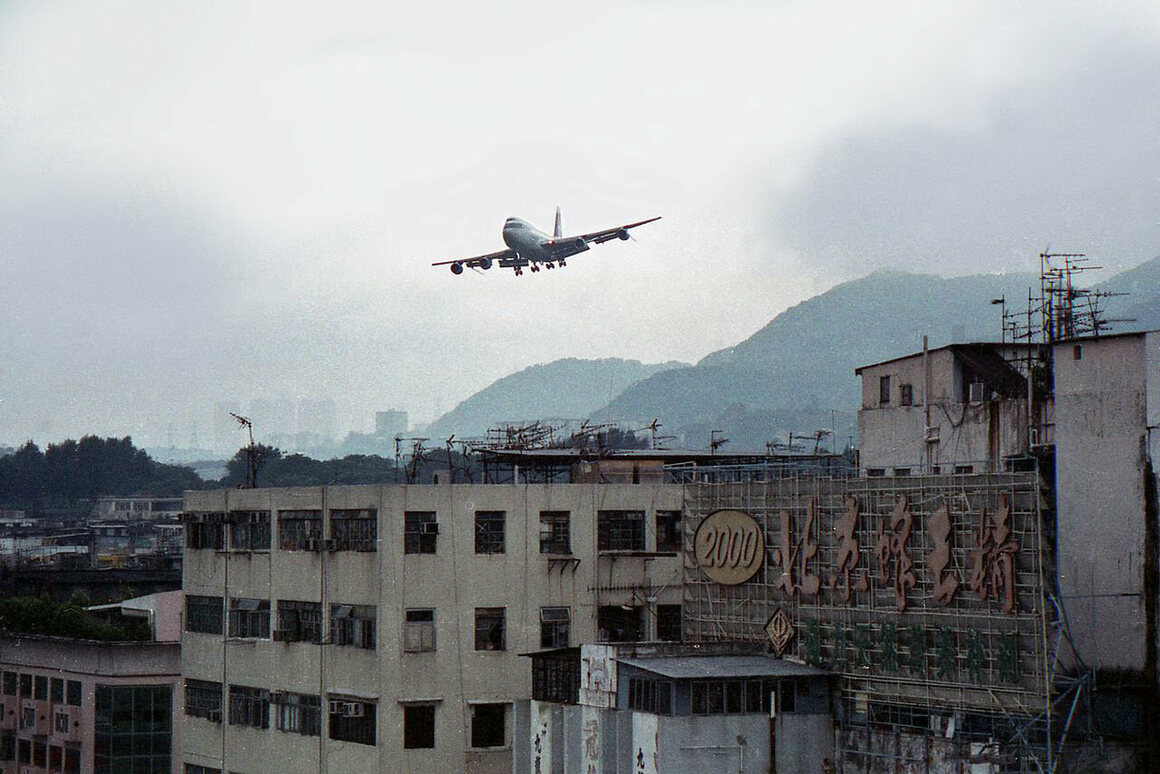 A Cathay Pacific aircraft makes its final approach to Kai Tak, 1998.