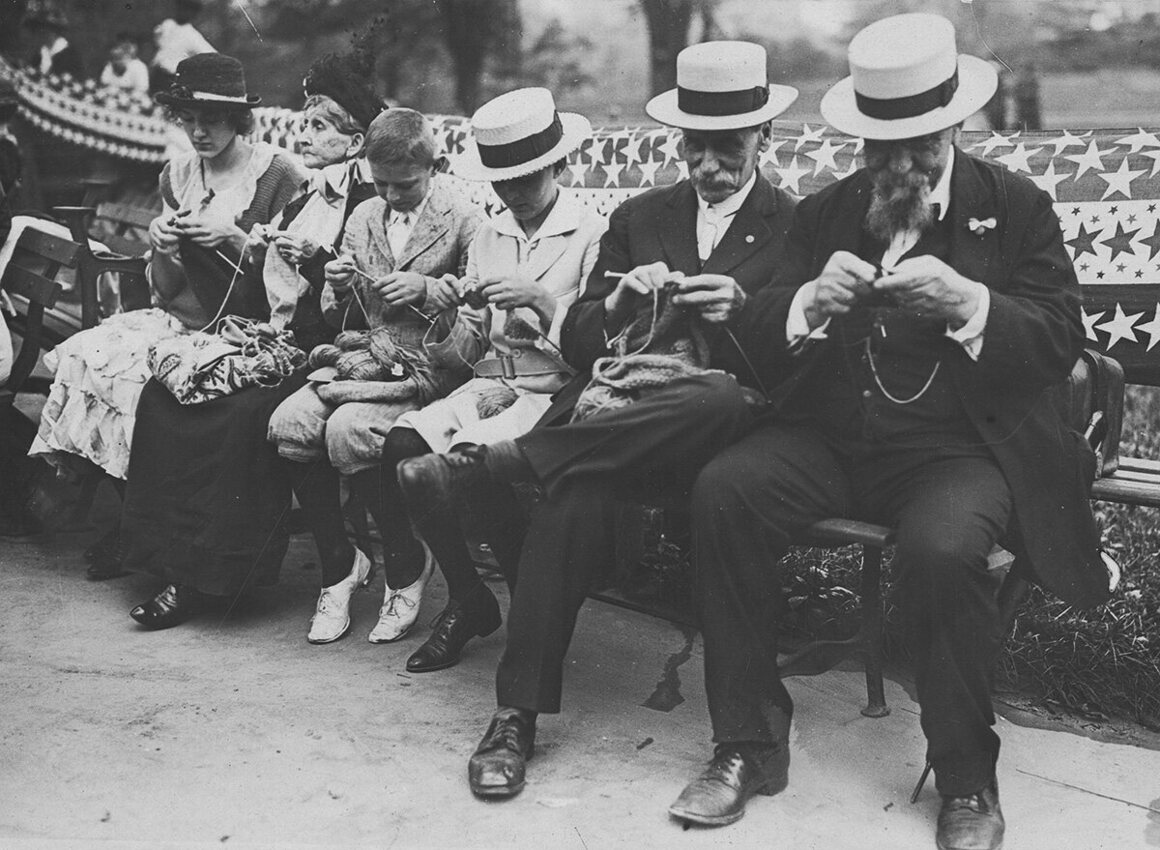 Knitters at the Central Park knitting bee, 1918.