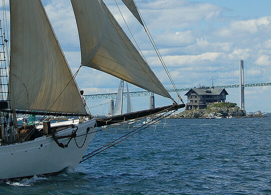 a schooner approaches clingstone house cruadinxflickr httpwwwflickrcomphotoscruadin71871 - Clingstone Narragansett Bay