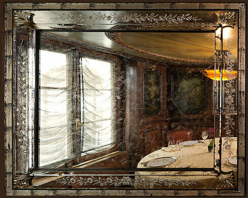 The etched mirror salons of laperouse restaurant paris for Restaurant le miroir paris