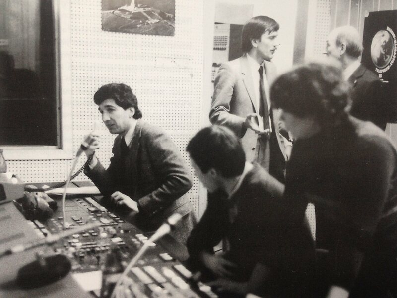 In the Gosteleradio control room during production of the 'World After Nuclear War' spacebridge, September 1983.  standing center: Pavel Korchagin, sitting left: Kim Spence