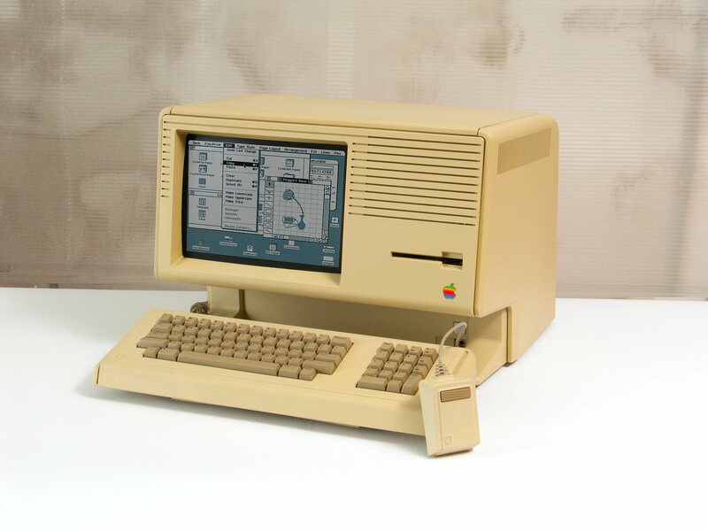 A Macintosh XL running the Lisa operating system. The jaunty-lidded trashcan is visible at the bottom left of the desktop.