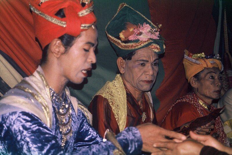 Afbeeldingsresultaat voor bissu bugis sulawesi