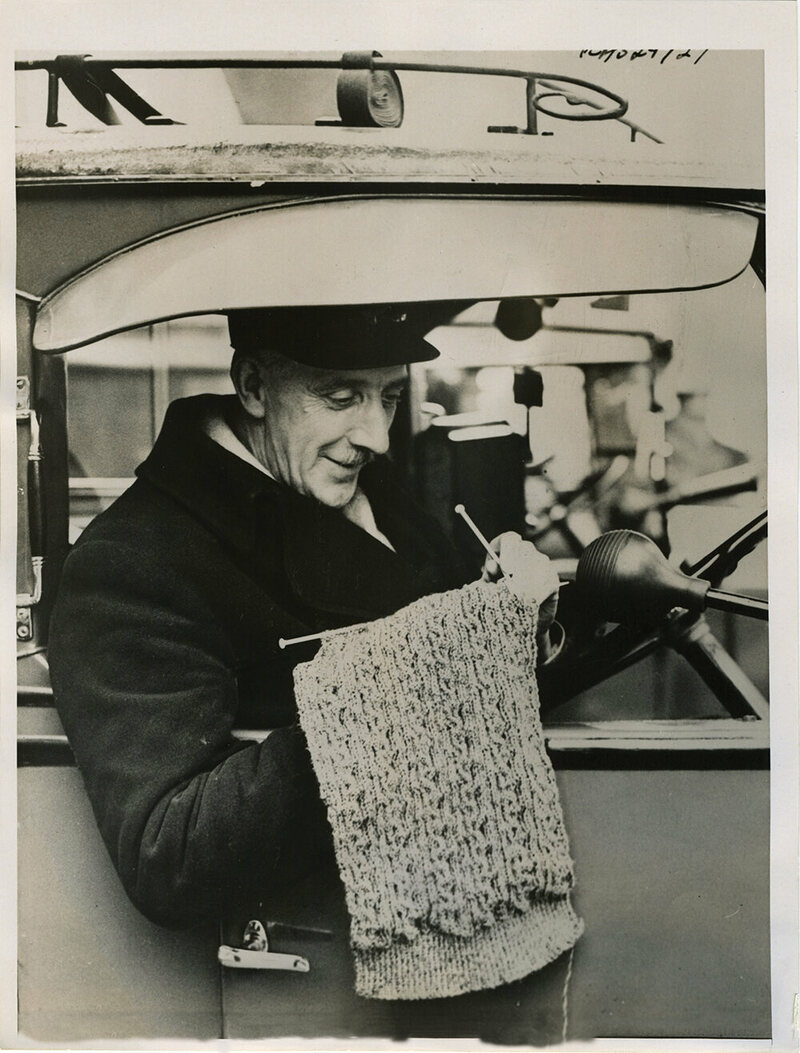 Knitting Classes London : Strangely captivating vintage photos of people knitting