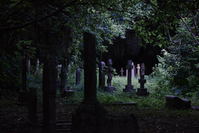 Hong Kong's perpetual cloudiness and the wild growth of the surrounding jungle gives the cemetery an eerie intimacy. Chinese beliefs about death and spirits mean visitors rarely come here