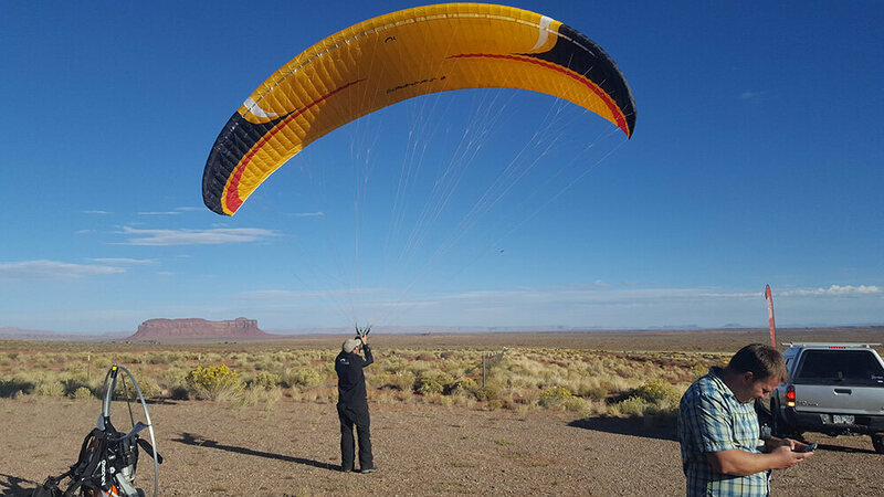 David Wanewright, winner of Icarus 2016, groundhandling at Monument Valley.