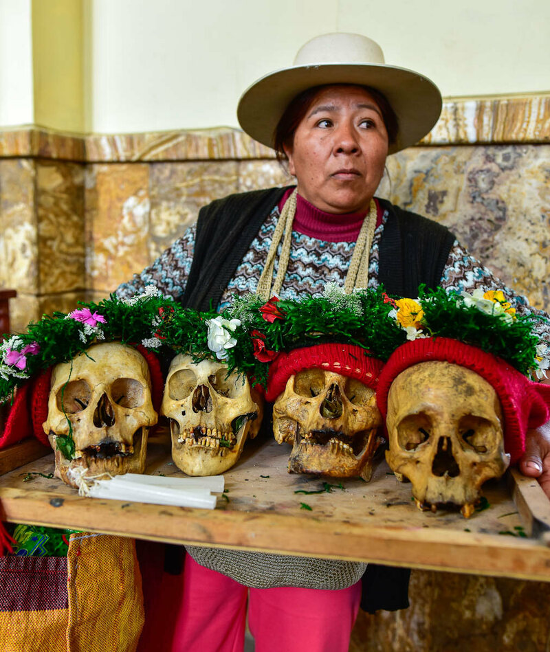 Xahina struggles to maneuver her four natitas through the cemetery chapel.