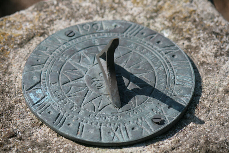 discover the perfect sundial motto to describe your mortality