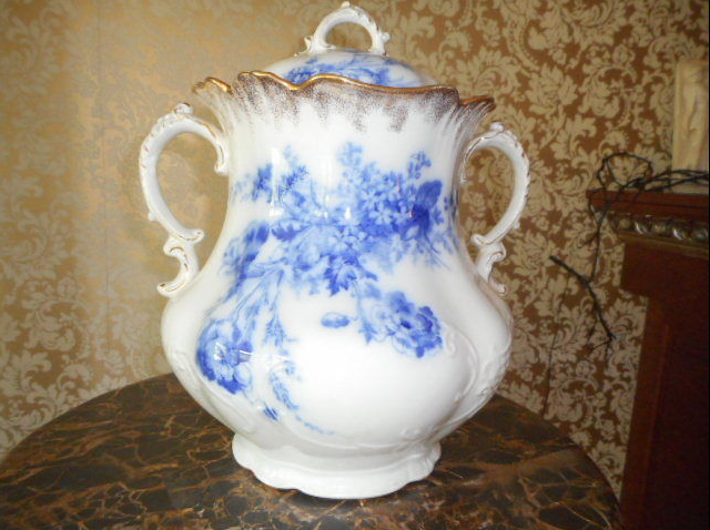 Large mint chamber pot.
