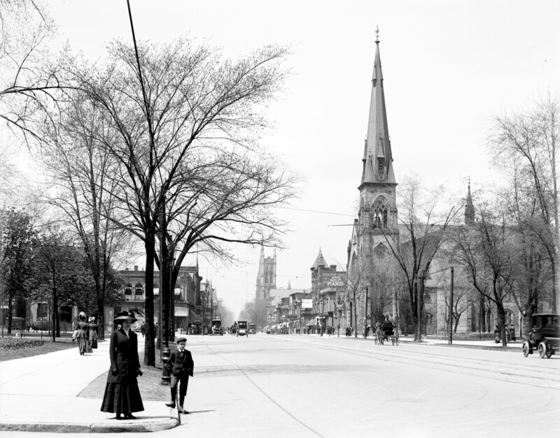 A section of Woodward Avenue circa 1910.