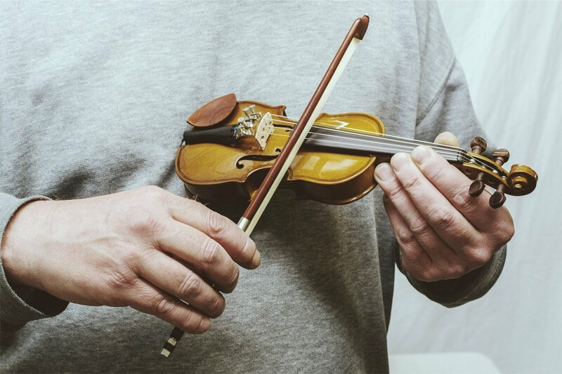 The worlds smallest violin and the tiny musicians who play it a 164 violin courtesy stentor music ccuart Image collections