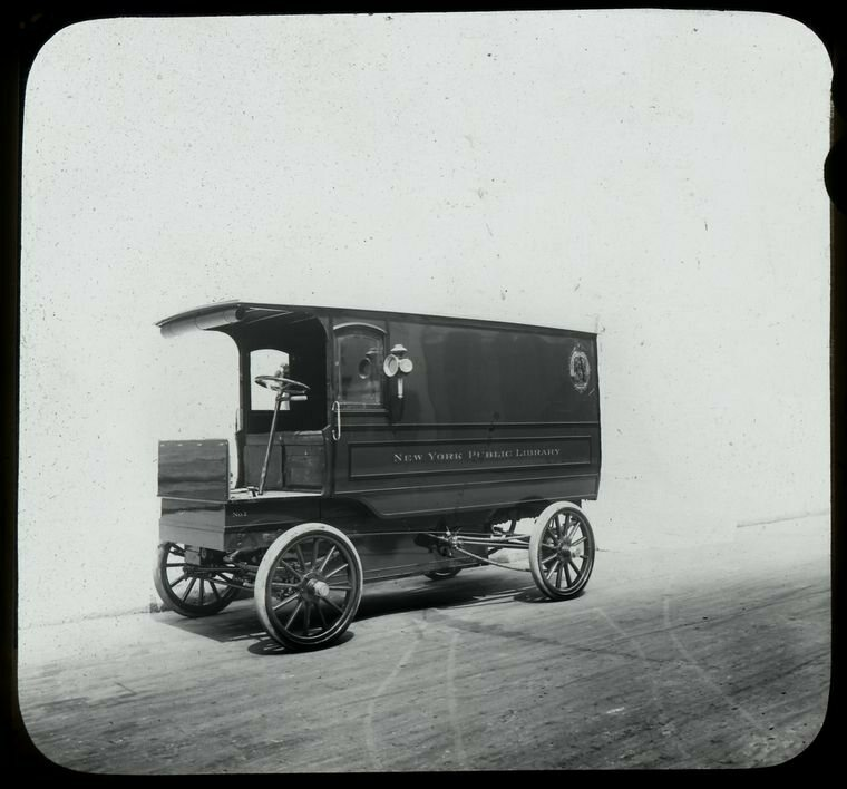 A book van in New York, 1911.