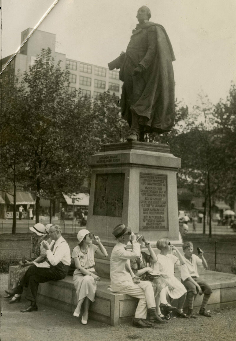 A group views the solar eclipse from Reyburn Plaza, Philadelphia, 1932.