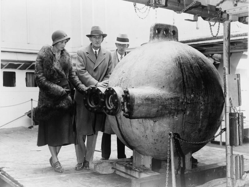 From left: Gloria Hollister, William Beebe and John Tee-Van next to the bathysphere, 1932.