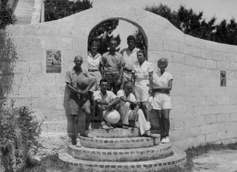 William Beebe and his colleagues, including (from left to right) Jocelyn Crane, Else Bostelmann, and Gloria Hollister, pose on Nonsuch Island, Bermuda, 1930s.