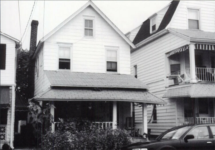 The original Lee family home, c. 2002.