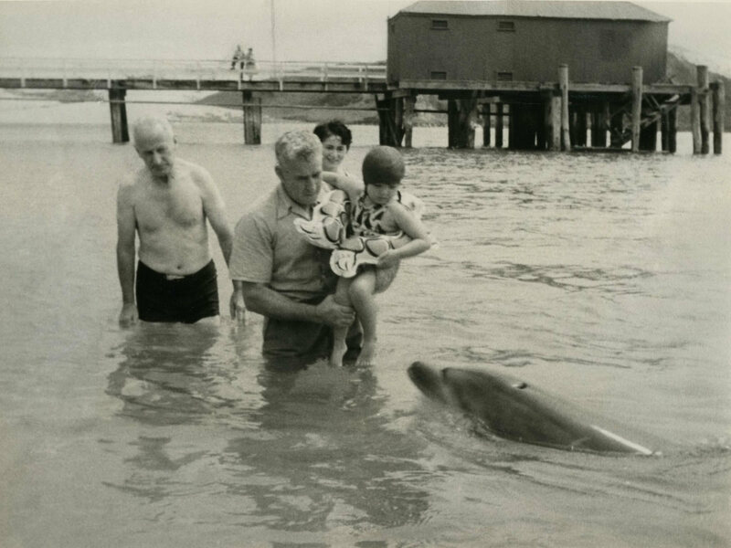 Opo playing with some visitors in 1956.
