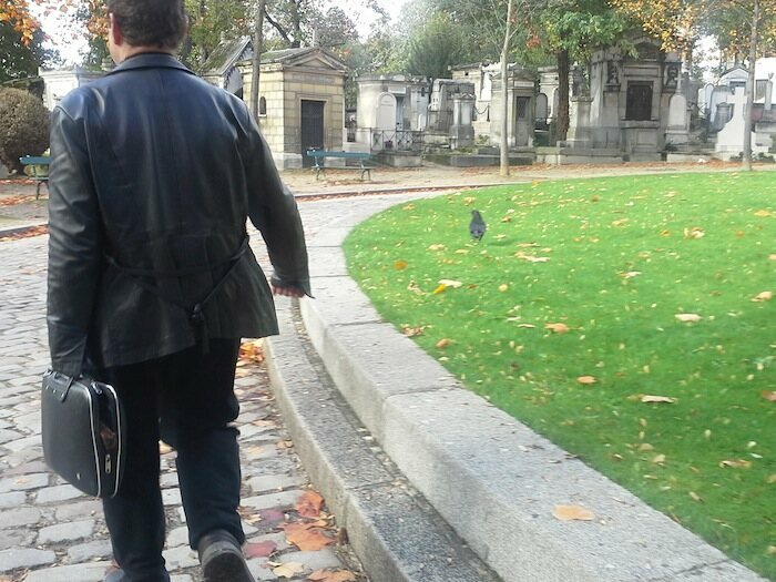 Jacques Sirgent leading the Père Lachaise Vampire Tour