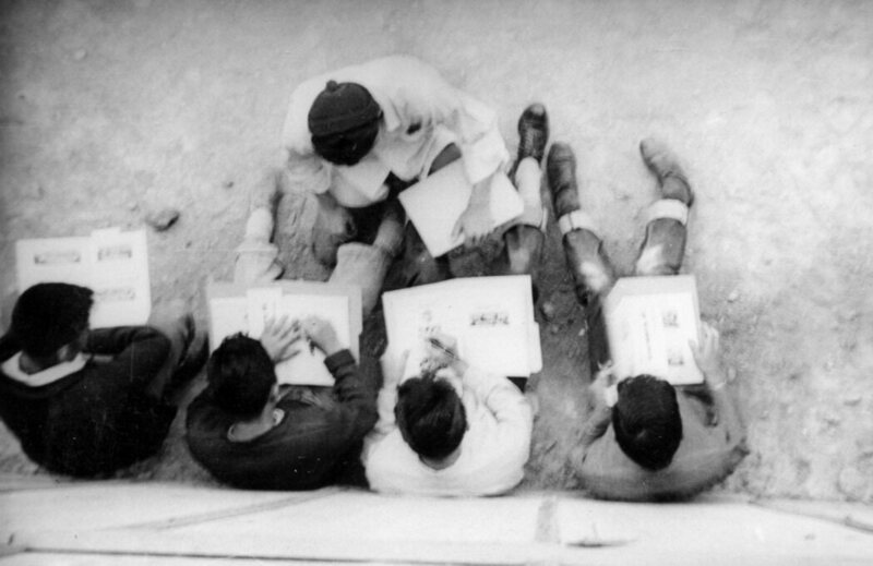 Students signing 1945 edition of <em&gtRamblings</em?.