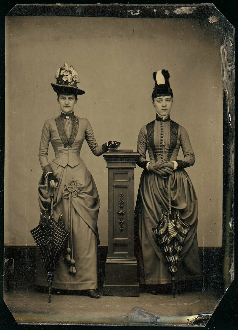 A tintype from 1870; stands were used to help prevent movement, which could cause blurring.