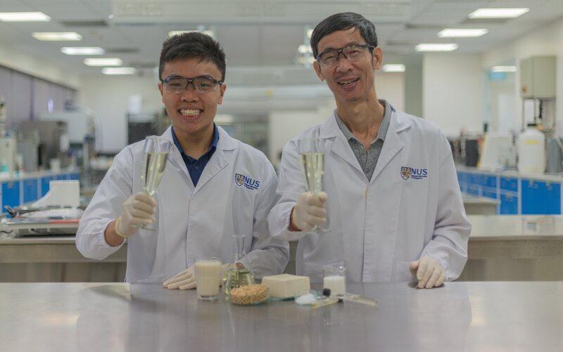 Grad student Chua Jian-Yong and professor Liu Shao-Quan enjoy a refreshing glass of tofu-based Sachi.