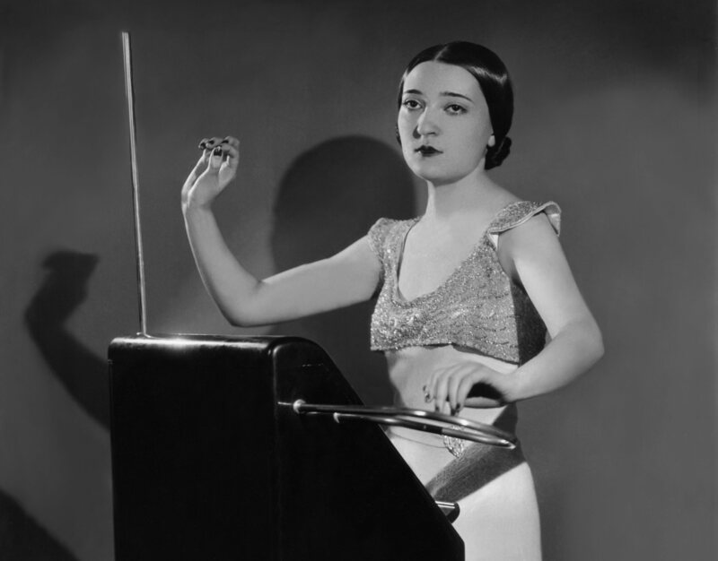 5 Secrets for Mastering the Theremin, From the Legendary