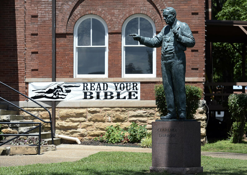 A statue of Clarence Darrow gesticulates in front of the Rhea County Courthouse.
