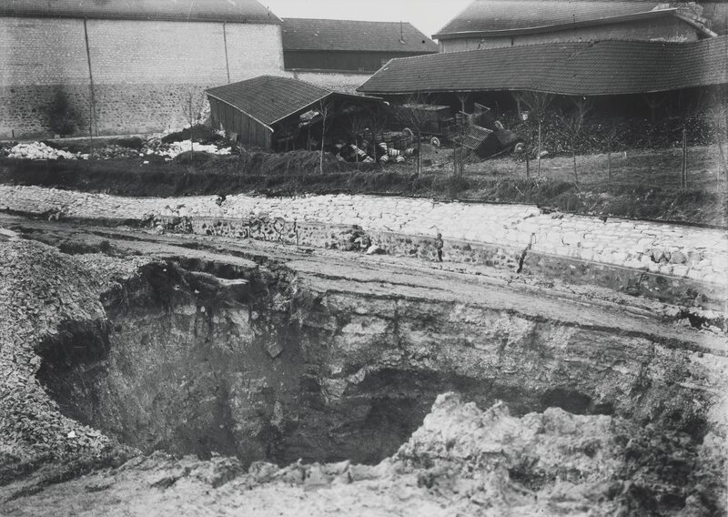 Bad weather conditions led to the collapse of part of the Roger estate in February 1900.
