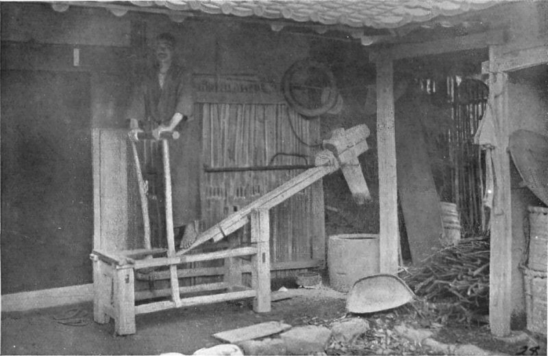A crude machine for polishing rice