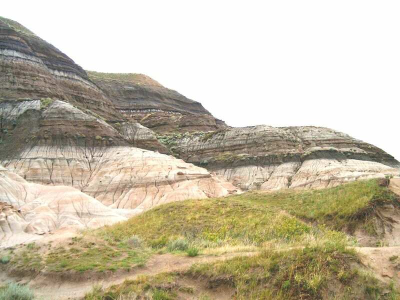 A place in Alberta where erosion has exposed the K-T boundary, the geologic moment around 66 million years ago, when dinosaurs and many other forms of life went extinct.